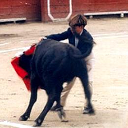 anti-corrida-capea-ceberrada-bolsin-enfants-002