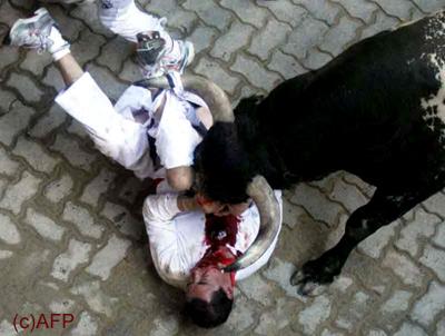 un homme blessé par un taureau